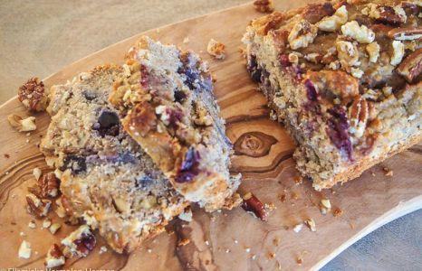 Gezonde blueberry muffins in de vorm van bananenbrood