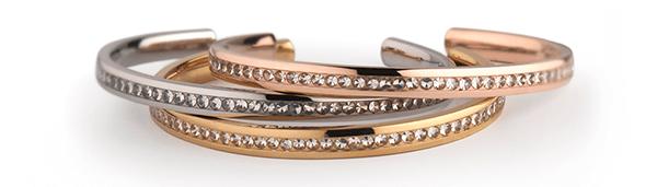 _MelanO--Side-Collection-Bangle.-Van-edelstaal-in-de-kleuren-zilver,-rosegoud-en-goud.-De-bangle-heeft-45-Crystal-zirkonia-stenen.-Verkrijgbaar-voor-59,95eu-per-stuk