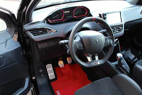 Peugeot208gti15