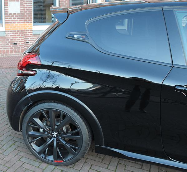 Peugeot208gti17