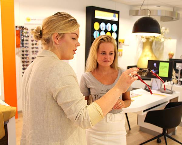 Een nieuwe bril uitzoeken met een persoonlijke styliste