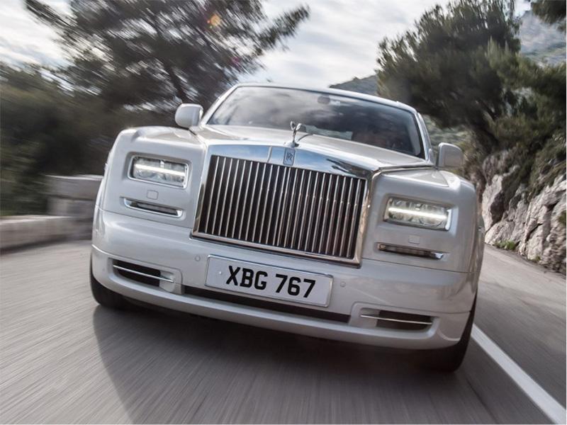 Rolls-Royce Phantom VII exit