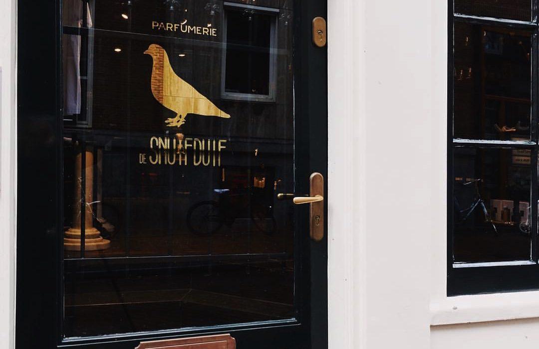 """Amsterdam is een bijzondere parfumerie rijker: parfumerie """"de SnuifDuif"""""""