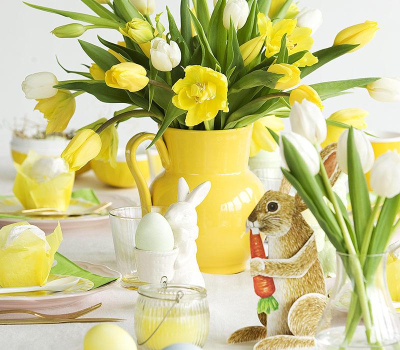Paasdecoratie met tulpen