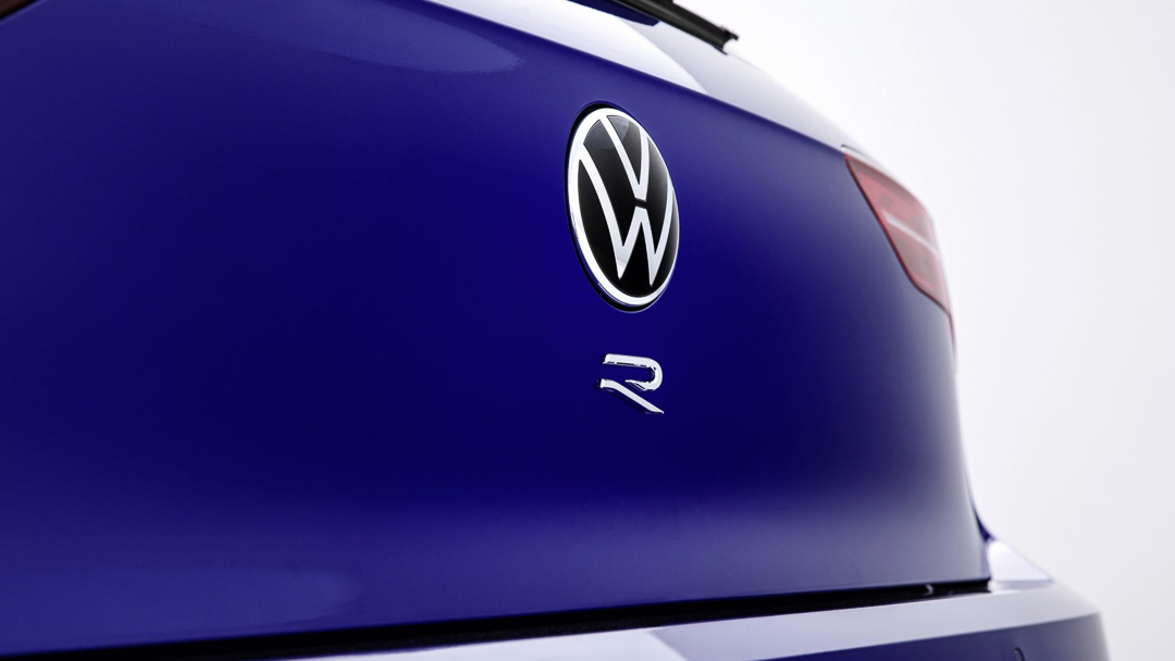 Volkswagen-Golf-R-6