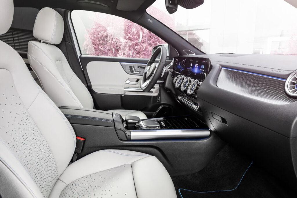 Mercedes-Benz EQA-11