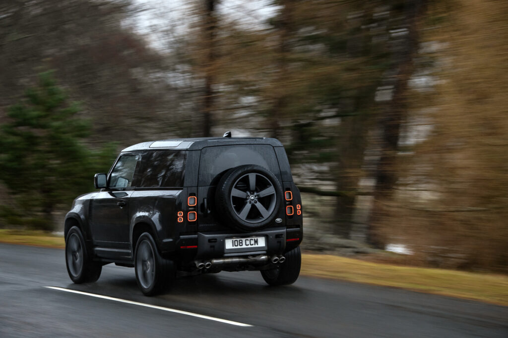 Land Rover Defender V8-6
