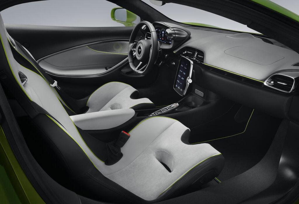 McLaren Artura-10