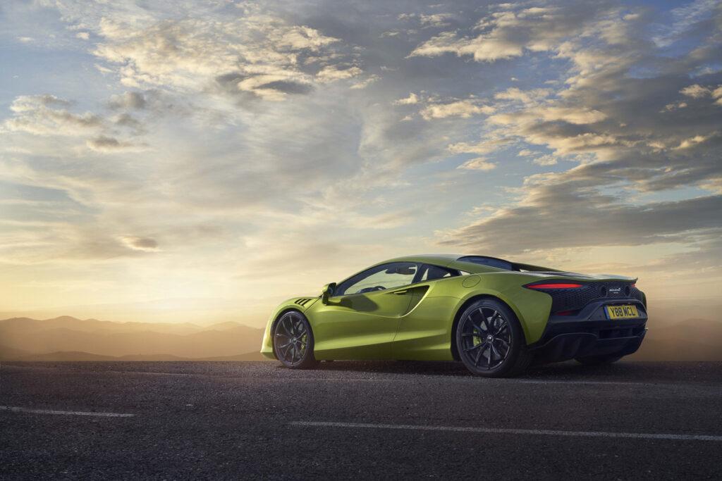 McLaren Artura-2