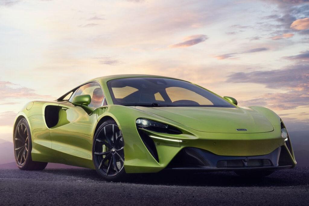 McLaren Artura-3