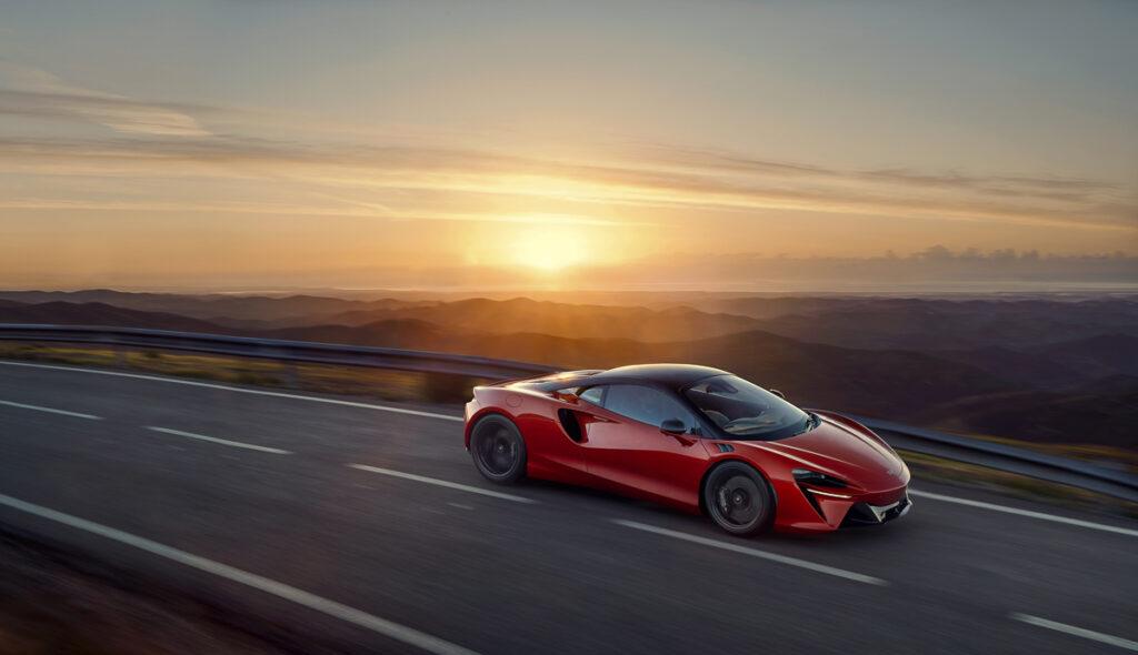 McLaren Artura-4
