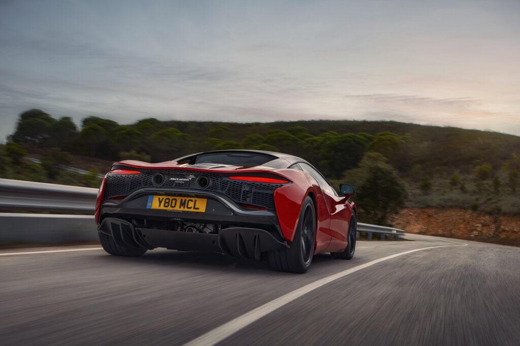 McLaren Artura-7
