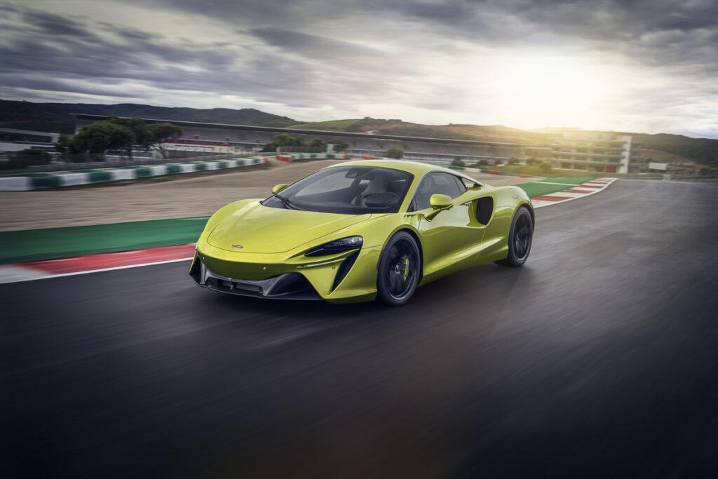 McLaren Artura-8