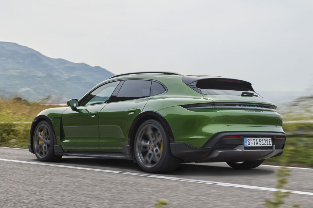 Porsche Taycan Cross Turismo-5