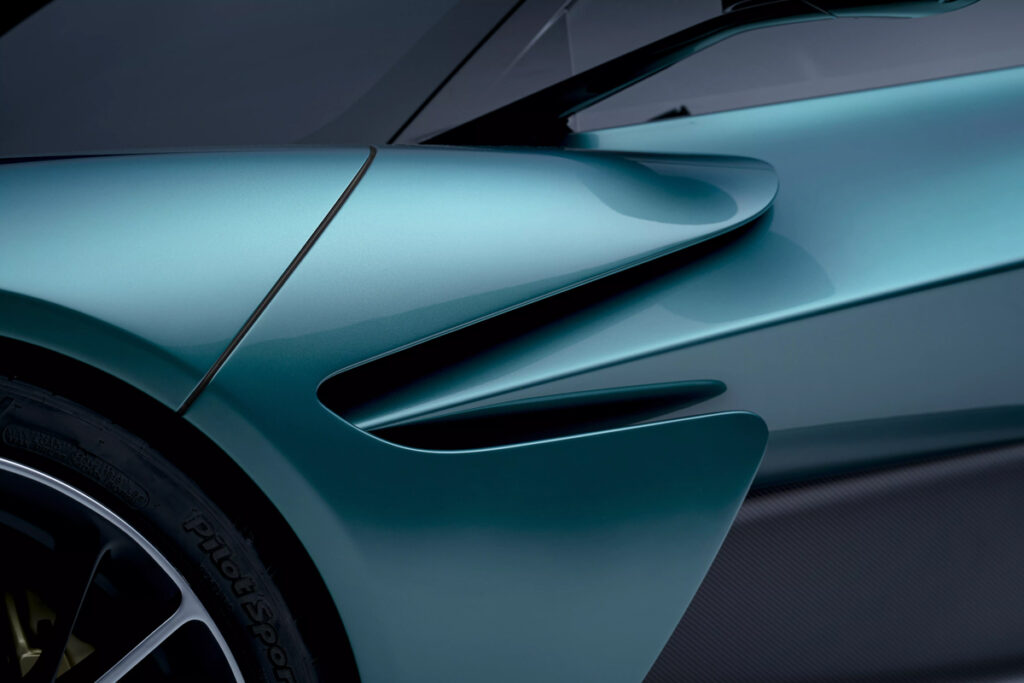 Aston Martin Valhalla-8